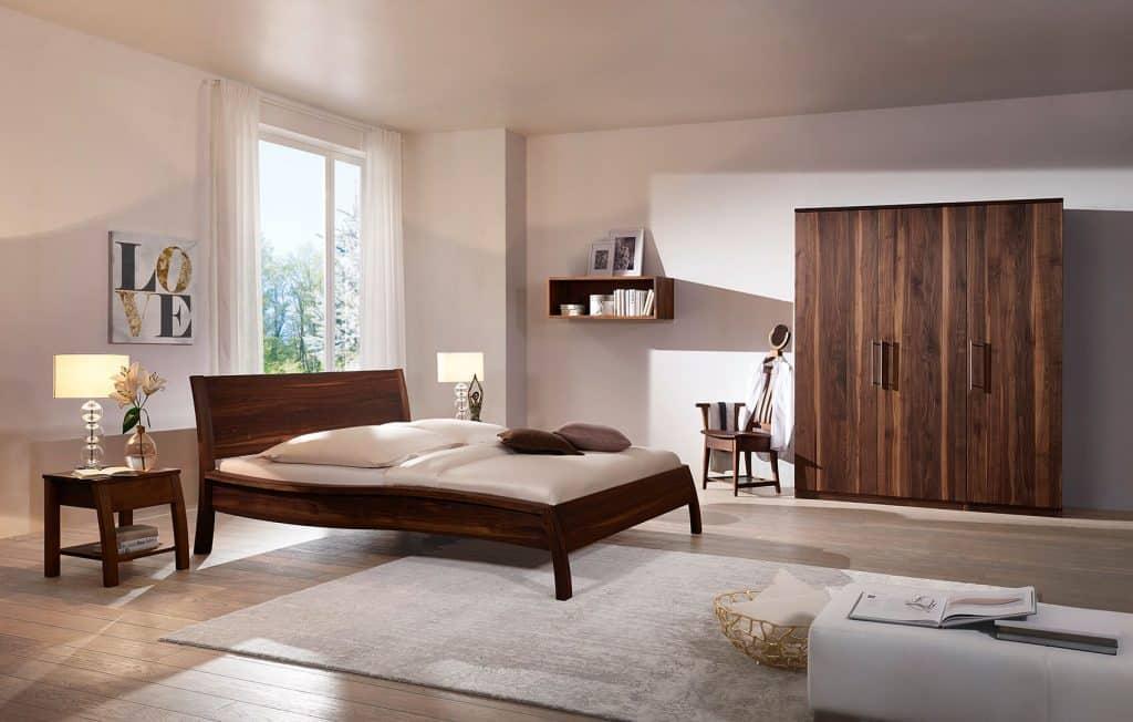 Massivholzbett Akzent in Nussbaum von Betten Impulse in Bad Aibling