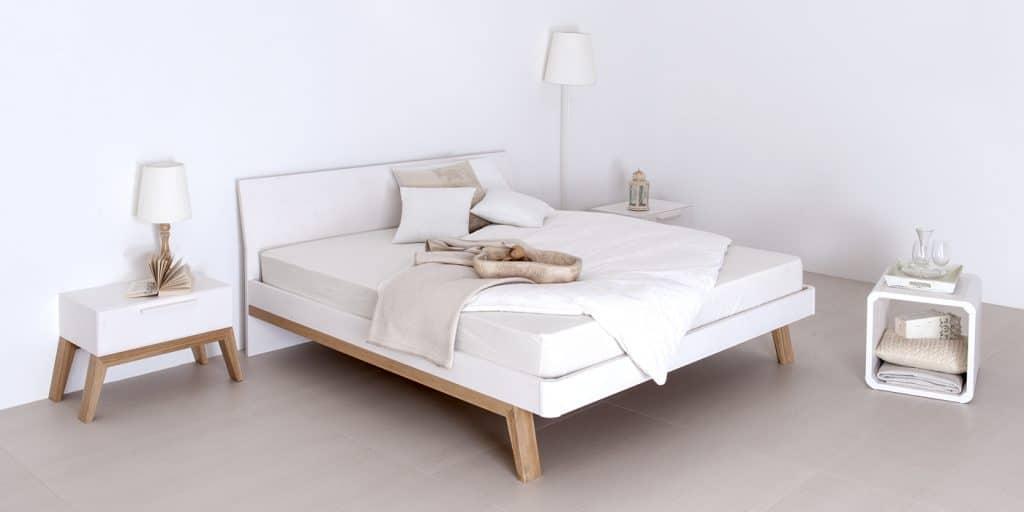 Massivholzbett Cortina aus Fichte in weiß und eiche von Betten Impulse in Bad Aibling