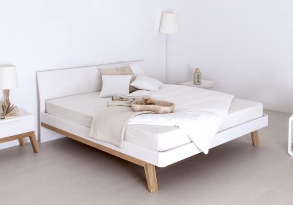 Massivholzbett Cortina Fichte weiß mit Eiche – stylisch und frisch