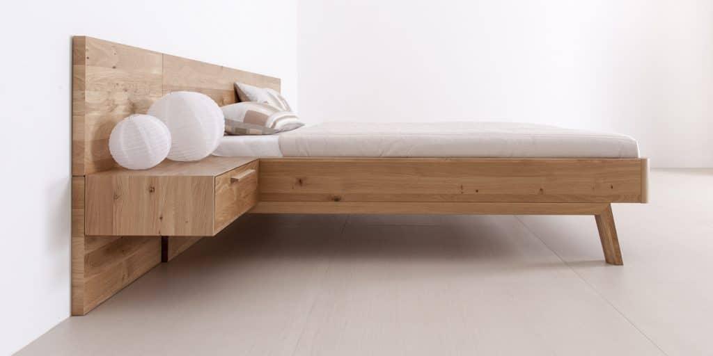 Massivholzbett Cortina aus Wildeiche mit Paneel von Betten Impulse in Bad Aibling