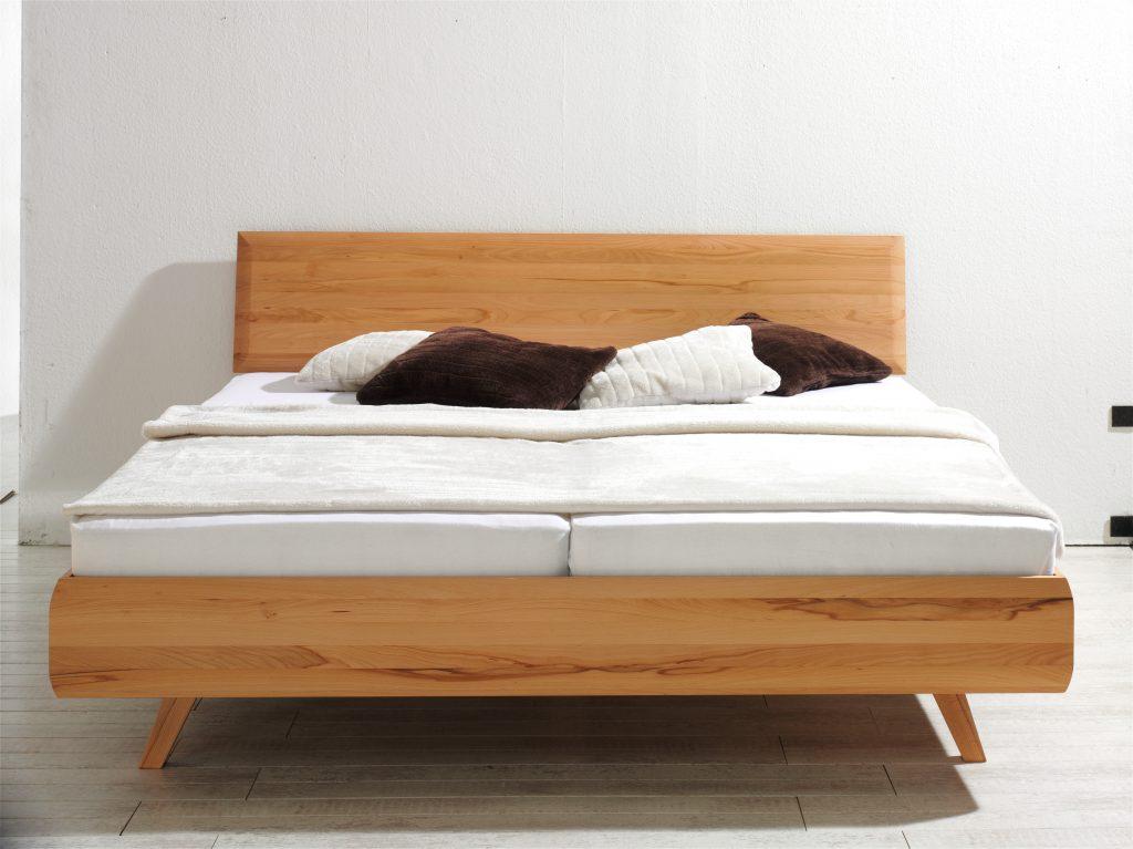 Massivholzbett Viala Kernbuche mit schrägen Füßen von Betten Impulse in Bad Aibling