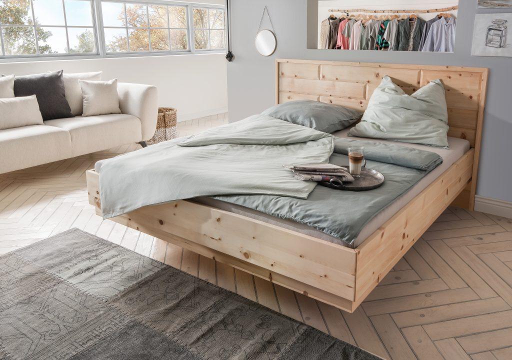 Bett Viva mit markantem Kopfteil und schwebenden Fußteil von Betten Impulse in Bad Aibling