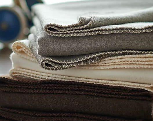 Schurwolldecken von Wollzeit naturbelassen