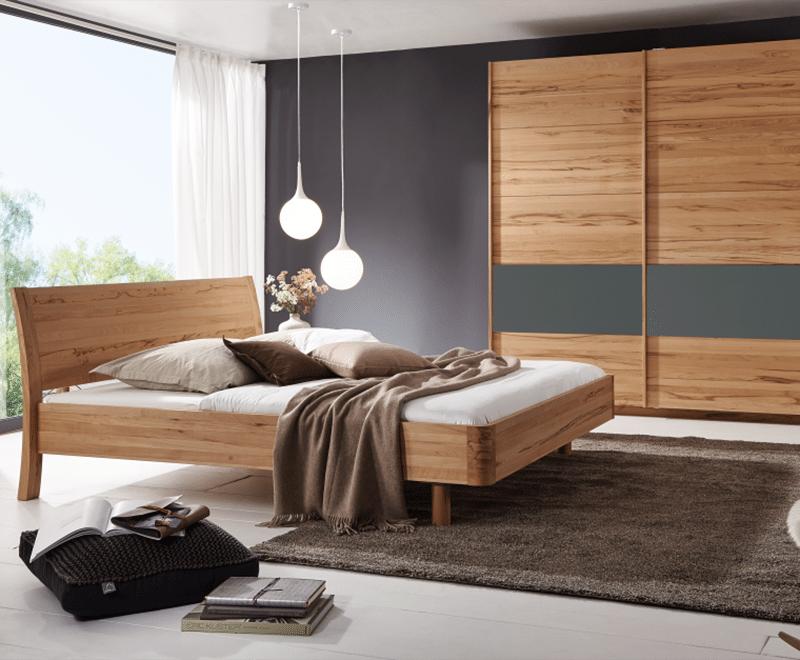 Massivholzbett Swing mit schwebendem Fussteil aus Kernebuche - Massiveholzbetten günstig bei Betten Impulse